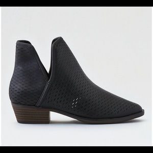 American Eagle perforated black booties, size 9.5